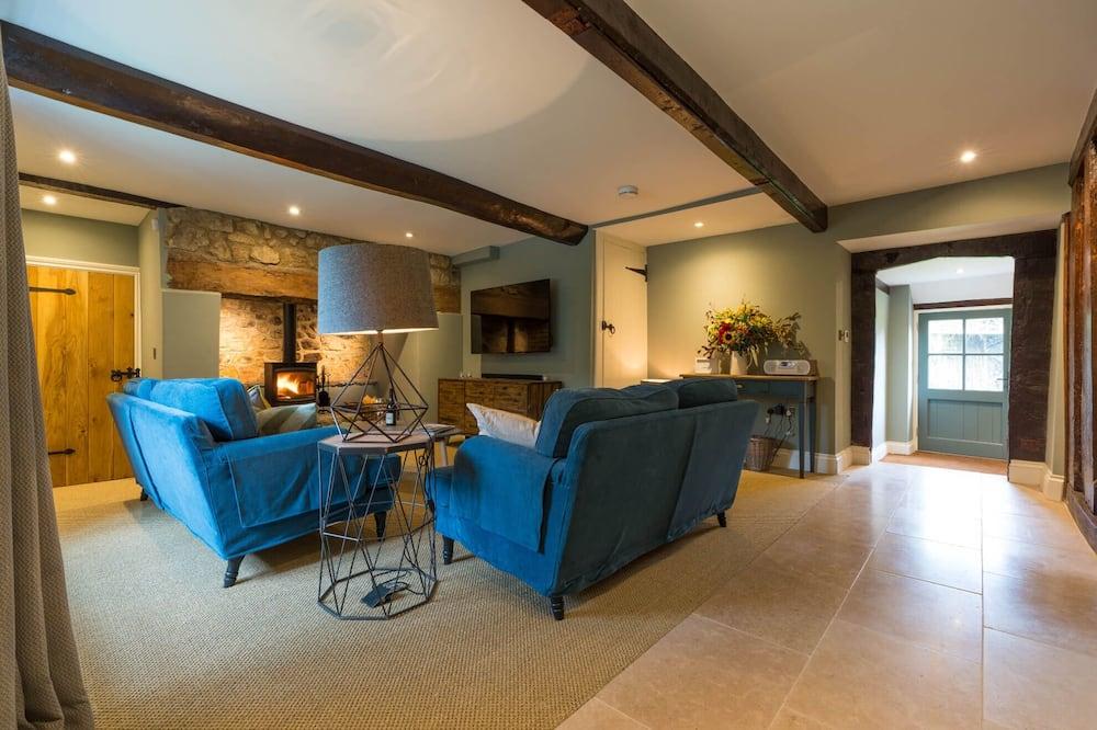 Cottage, Multiple Beds - Living Room