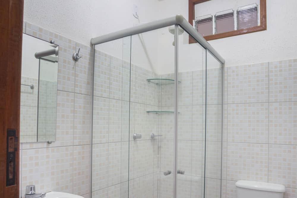 Suite, 3 Twin Beds - Bathroom