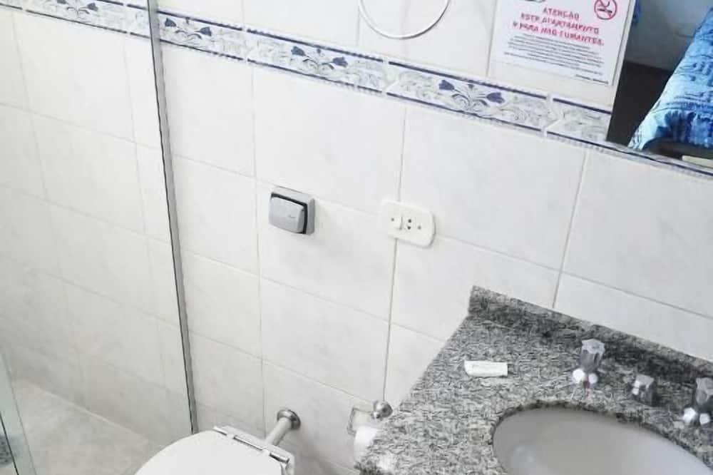 Osnovna trokrevetna soba - Kupaonica