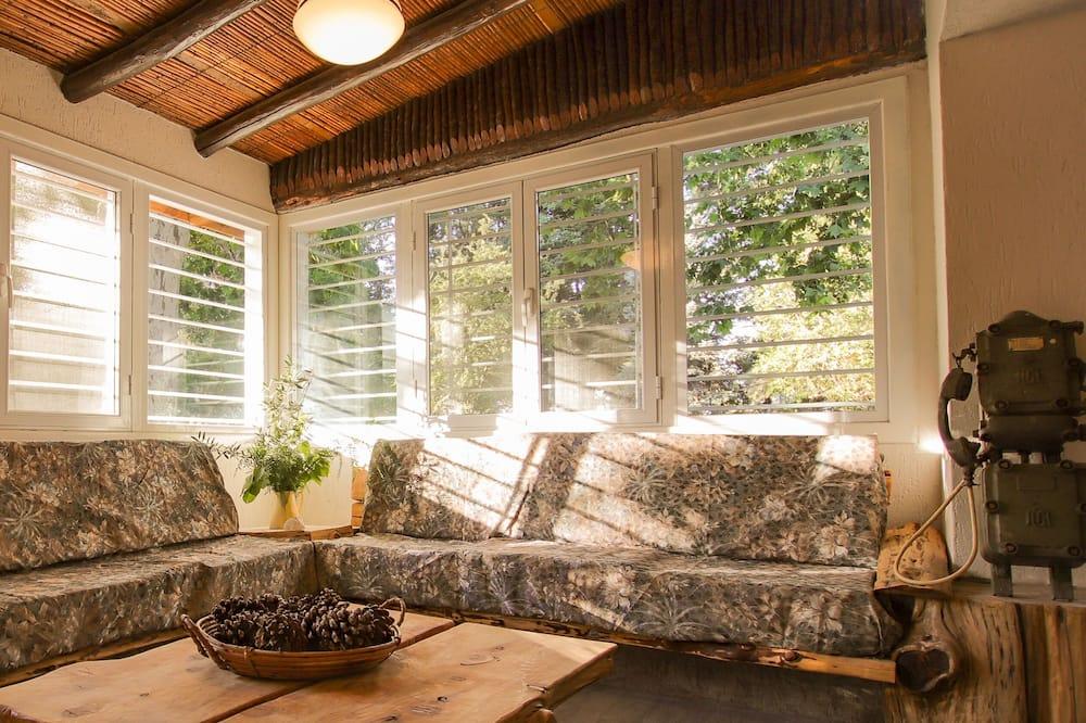 Premium Triple Room, Park View - Living Room