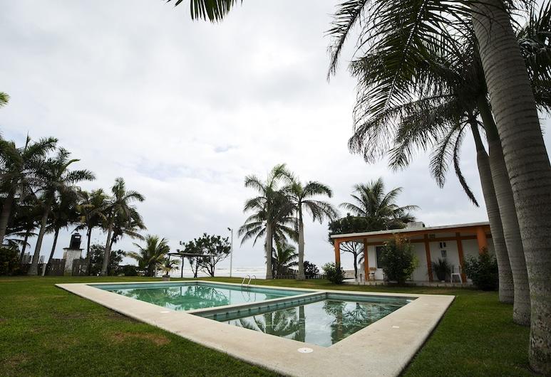 OYO Hotel y Restaurant Casa Del Mar, טקולוטלה, בריכה