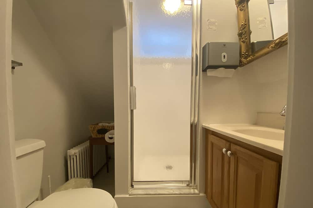 Classic-Zimmer, Mehrere Betten (Patterson) - Badezimmer
