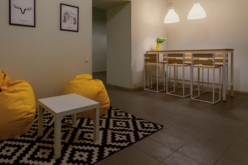 Pamatklases koplietojuma guļamzāle, abu dzimumu guļamzāle, skats uz pilsētu (1 bed) - Dzīvojamā istaba