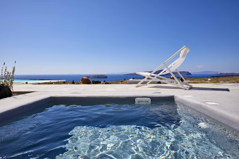 Chambre Deluxe, 1 grand lit, terrasse, vue piscine - Bain à remous