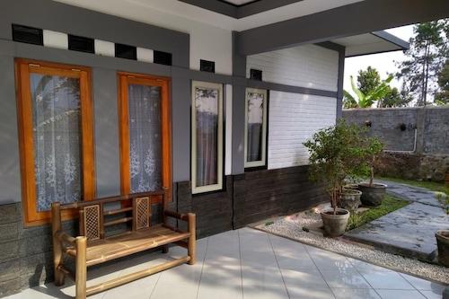 Pondok Kulawarga Lembang Indonesia Lembang Hotel Discounts Hotels Com