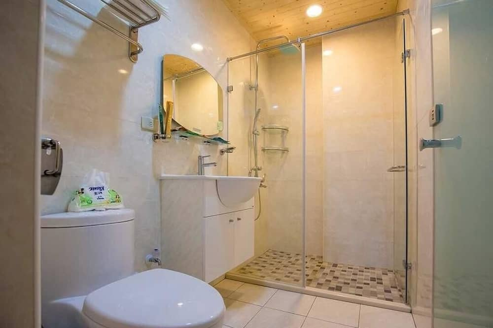 Štvorposteľová izba typu Superior - Kúpeľňa