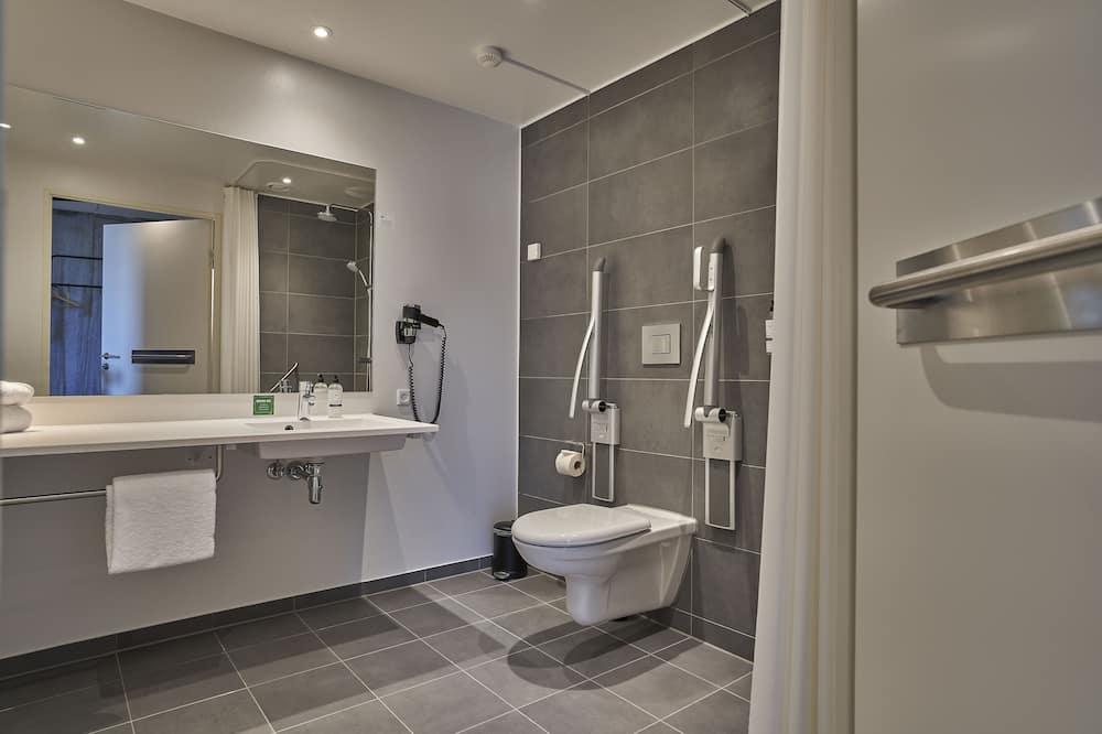 Standard Twin Room, Accessible - Bathroom