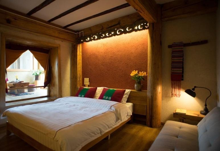Tibetan-style Courtyard Hotel, Deqin, Familienzimmer, Zimmer