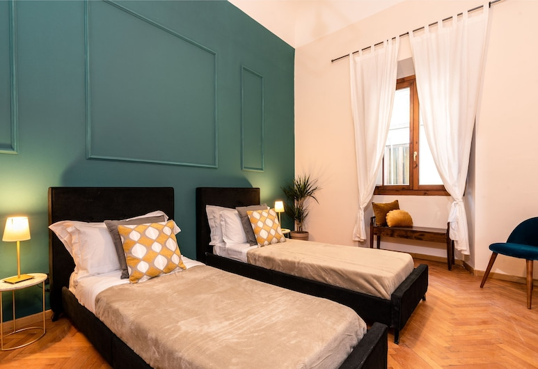 Close to The Duomo Huge classic apartment, Florence, Kamar