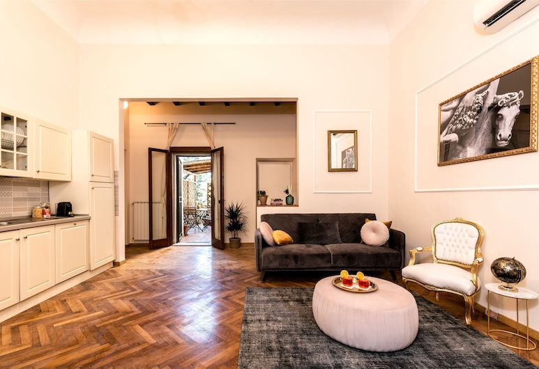 Great traditional apartment, WIFI, AC, balcony, Florence, Apartment, 3 Bedrooms, Living Area