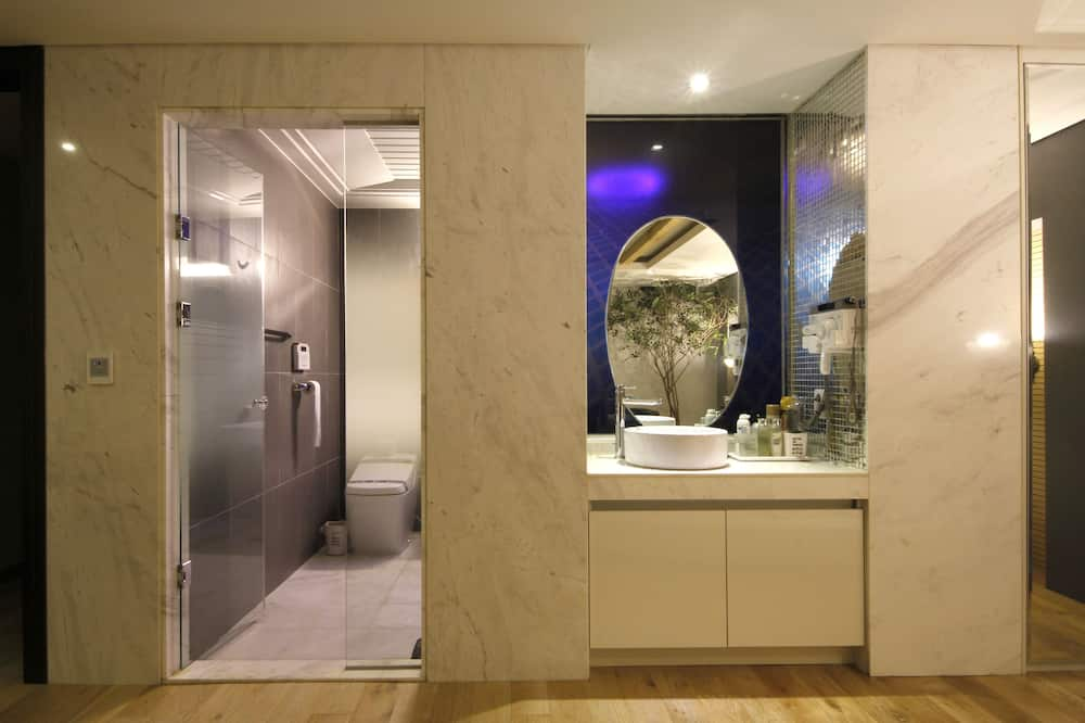 Izba typu Deluxe - Umývadlo v kúpeľni