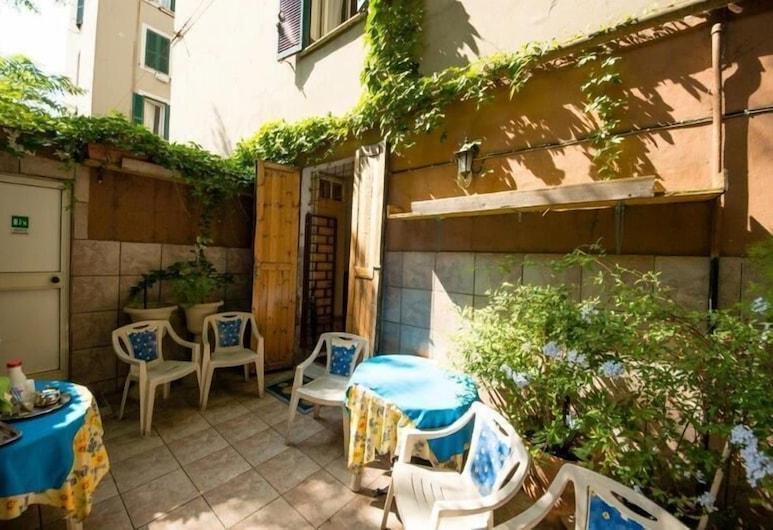 Sunshine Hostel, Rome, Terrace/Patio