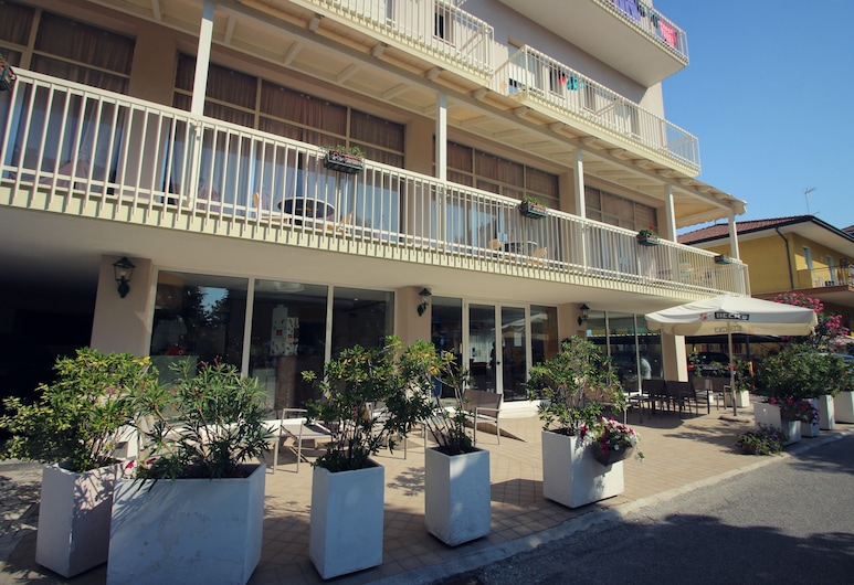 Hotel Adria Beach, Rimini, Otelin Önü