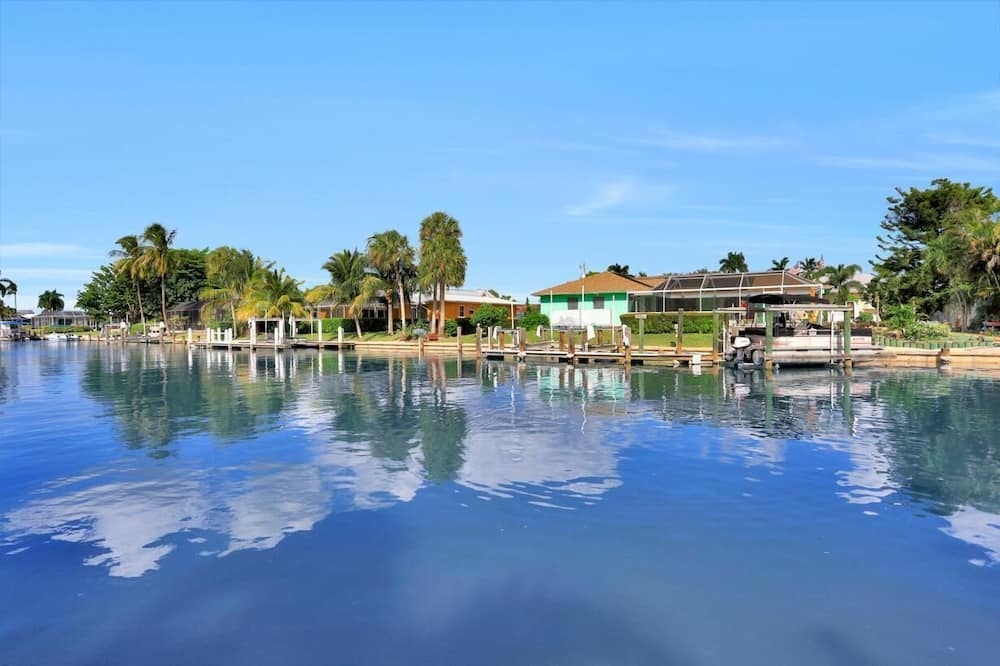 House, Multiple Beds (Fairlawn Court Pool Home) - Lake