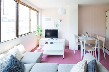 大阪市、坂本ビル 2 階 Elegant Pinkの写真