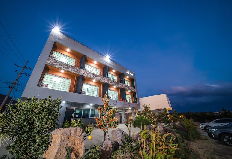 Soo Village, Seogwipo, Front of property – evening