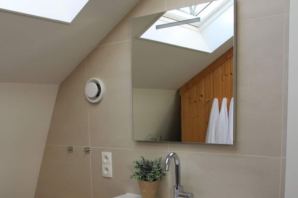 House, 3 Bedrooms - Bathroom Sink