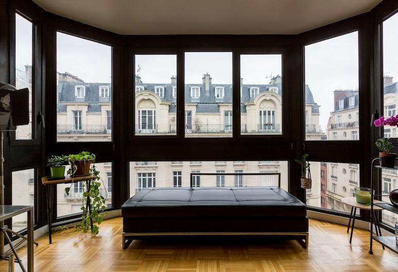 The Backdrop, Paris, Room