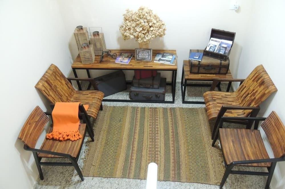 אזור ישיבה בלובי