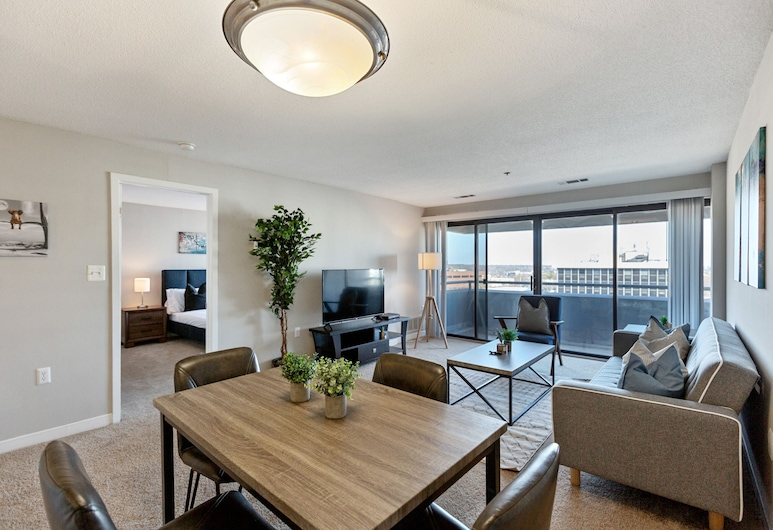 The Luxe Suites of Alexandria, Alexandria, Superior Condo, 1 Bedroom, Room