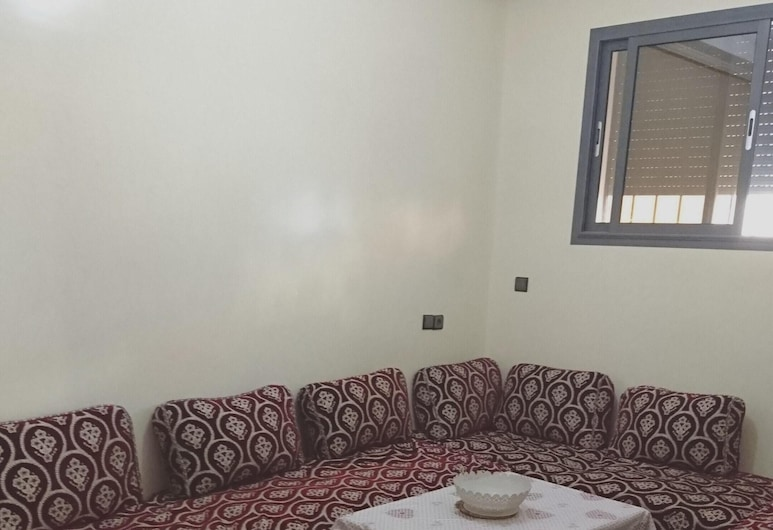 Apartment With 2 Bedrooms in Cité Essalam, Agadir, With Wonderful City View, Terrace and Wifi - 6 km From the Beach, Агадір, Вітальня