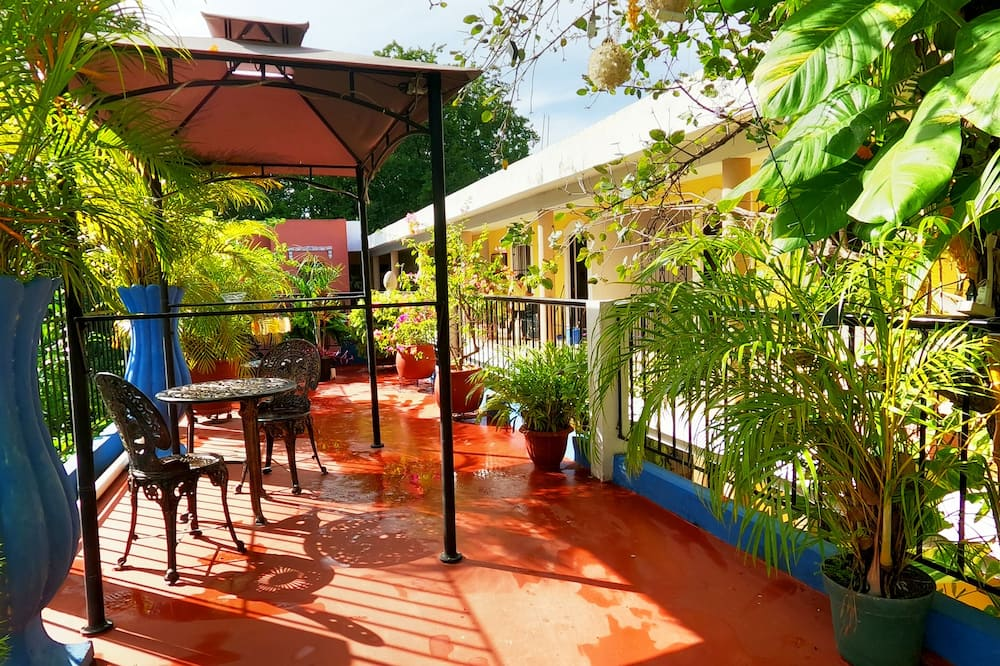 Honeymoon Studio Suite, 1 Bedroom, Pool Access, Garden View - Teres/Laman Dalam
