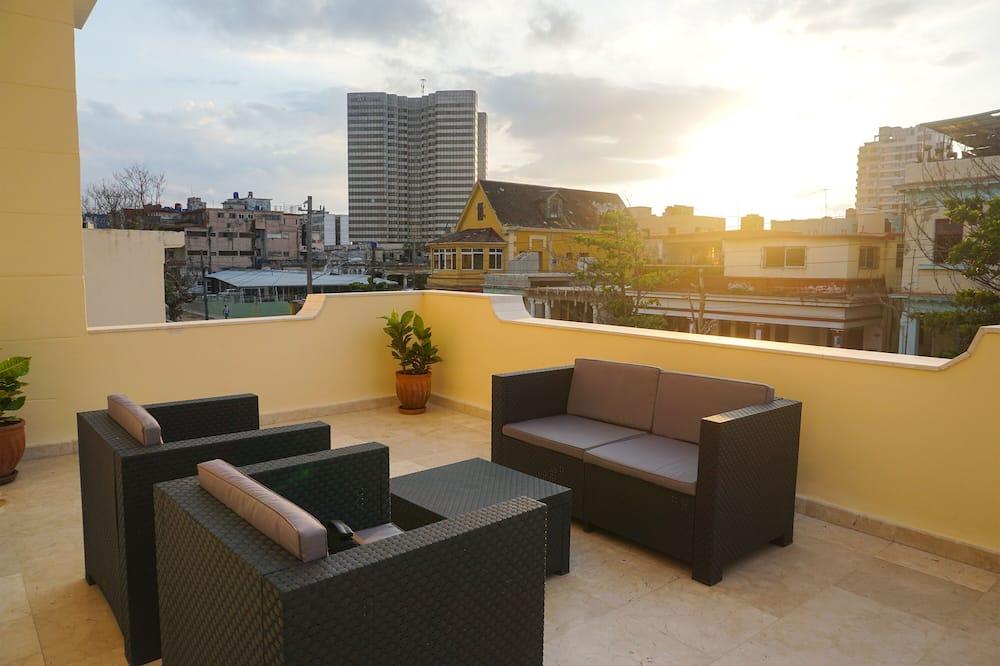 Comfort Villa, Multiple Bedrooms - Teres/Laman Dalam