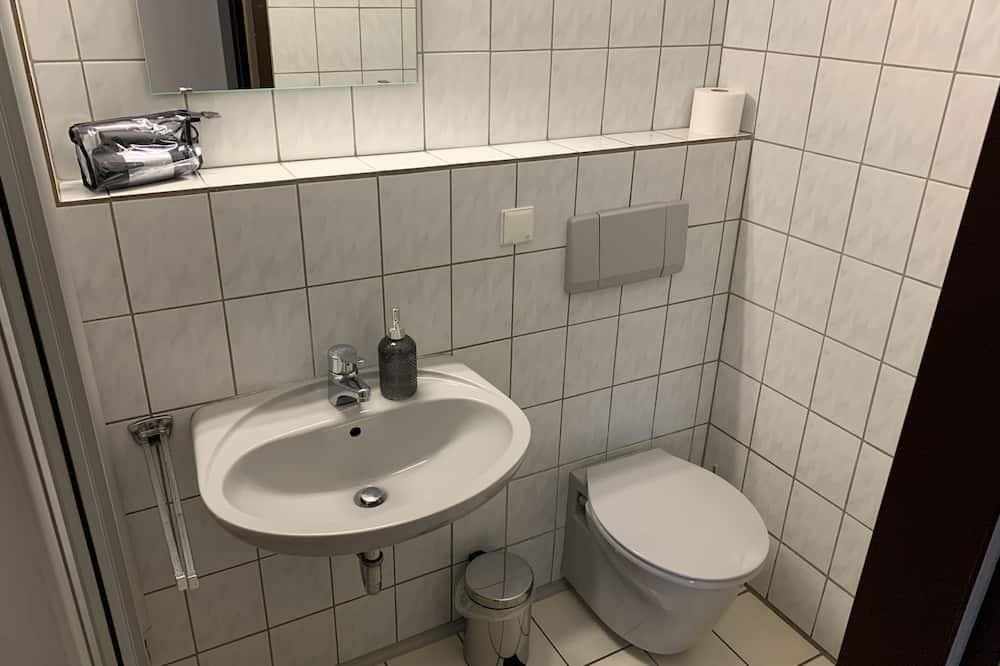 Basic szoba kétszemélyes ággyal - Fürdőszoba