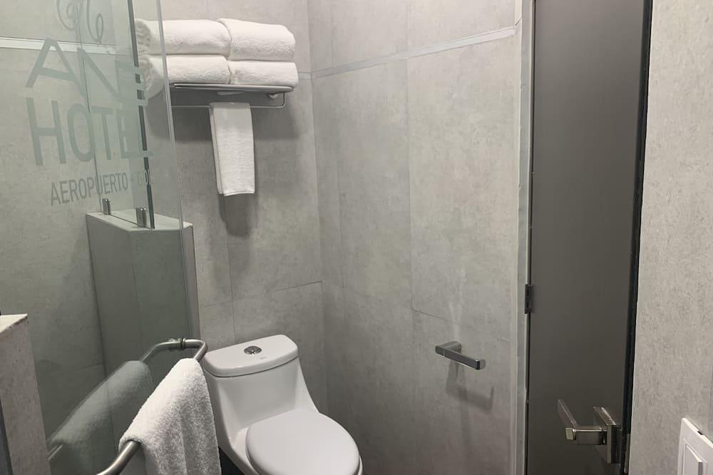 Comfort Room, 1 King Bed - Bathroom
