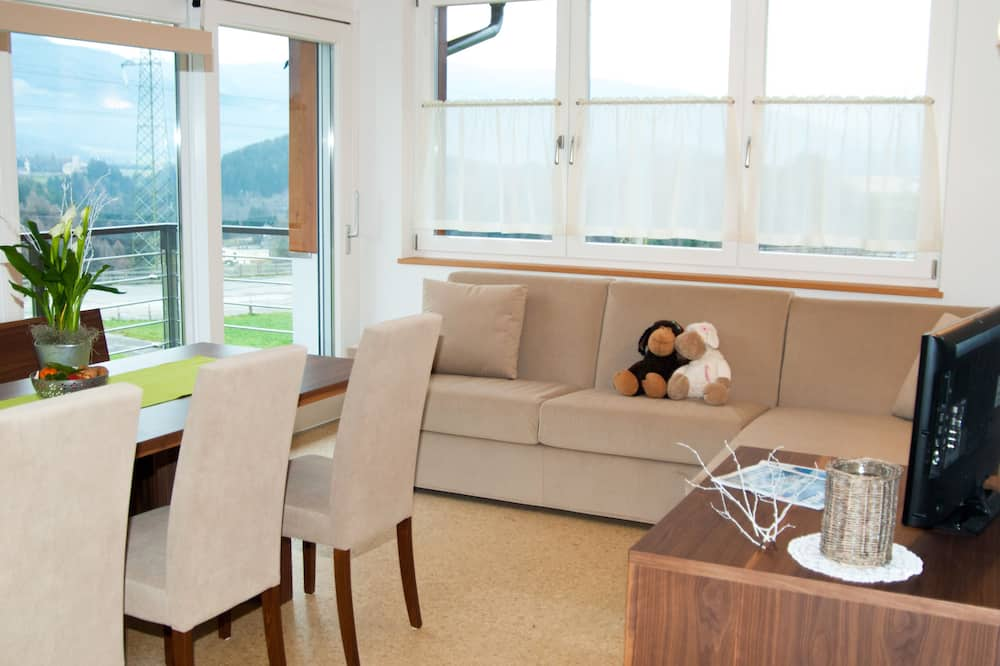 Family Apartment (Kraft) - Living Area