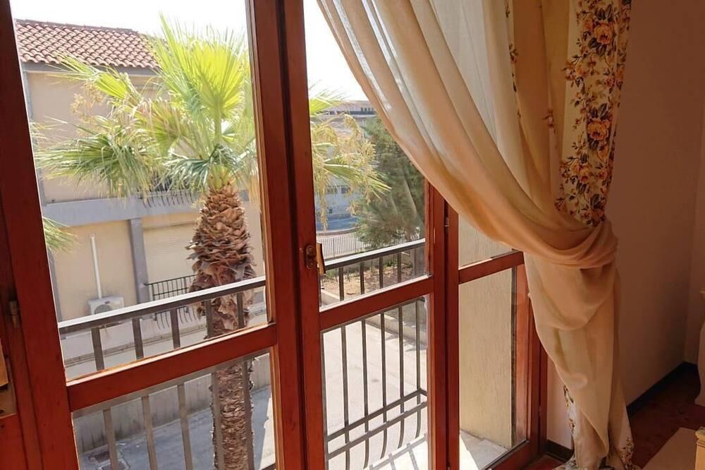 Single Room, Shared Bathroom - Balcony