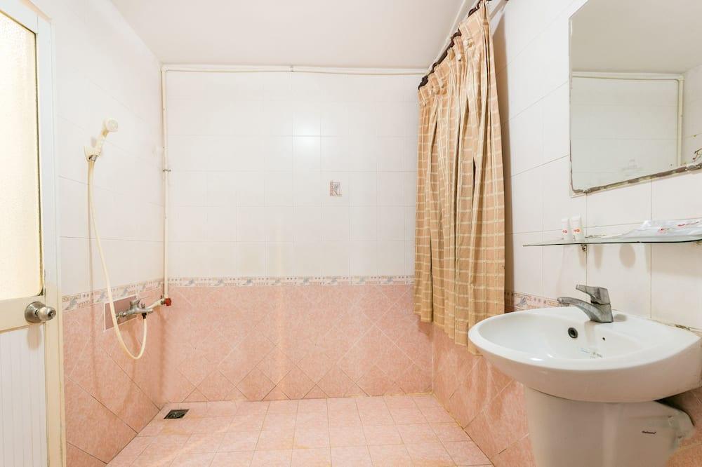标准双人房 - 浴室