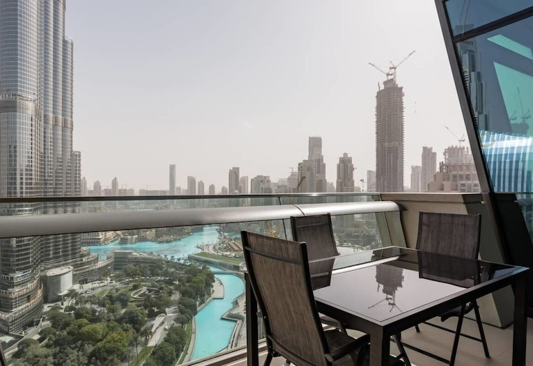 Wake Up to the Best View in Downtown, Dubai, Balkong