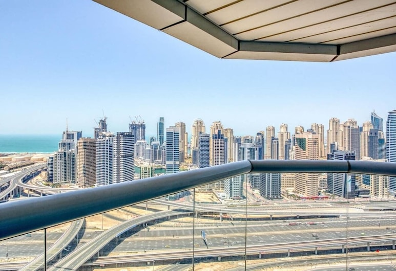 Newly Furnished Apartment in the Heart of JLT, Dubái, Balcón