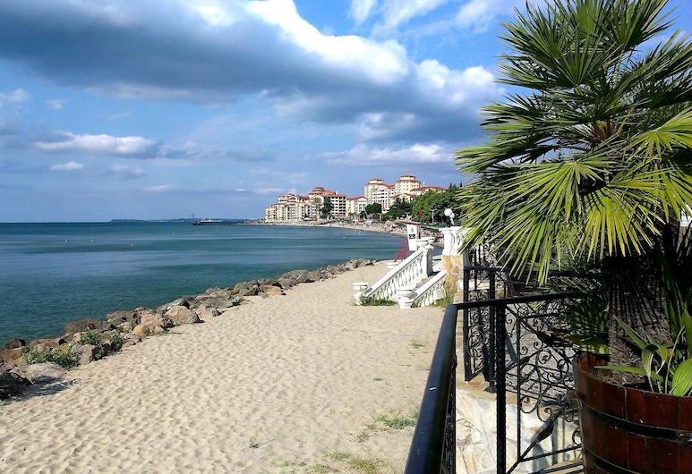 Menada Negresco Apartments, Елените, Пляж