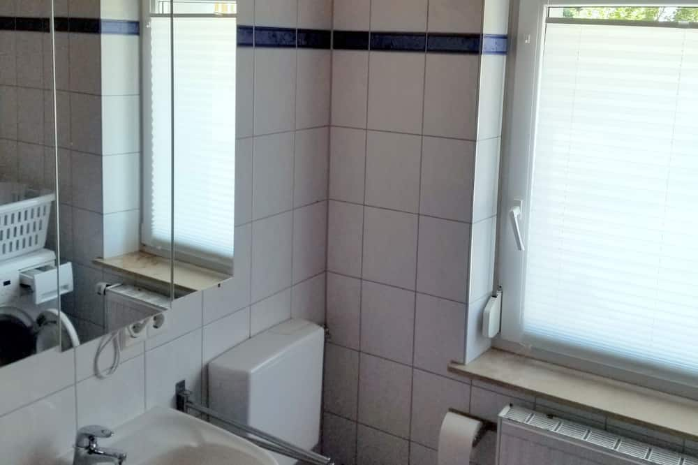 Apartment, 2 Bedrooms (incl. final cleaning fee 30 EUR) - Bathroom