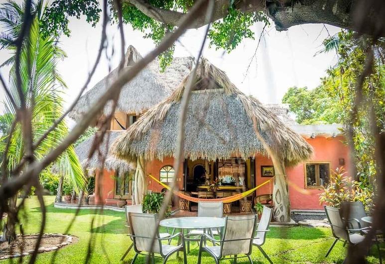 Villa Magnolia, La Cruz de Huanacaxtle, Taman