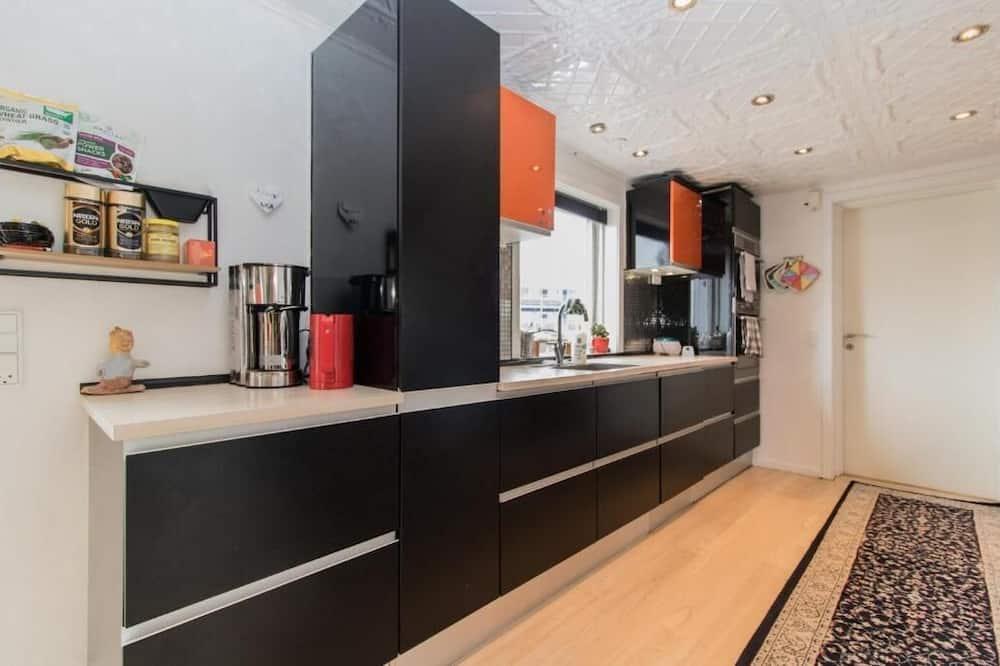 Comfort Room - Shared kitchen