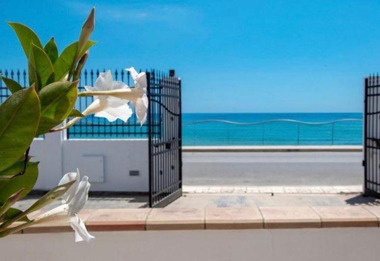 White Beach, Avola, Property entrance