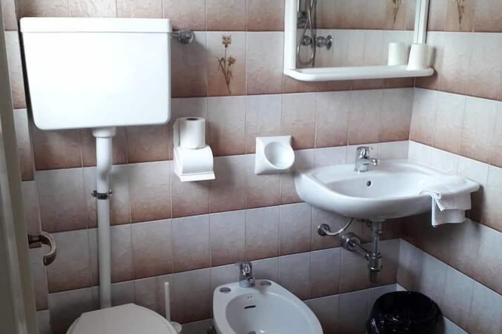 חדר יחיד - חדר רחצה