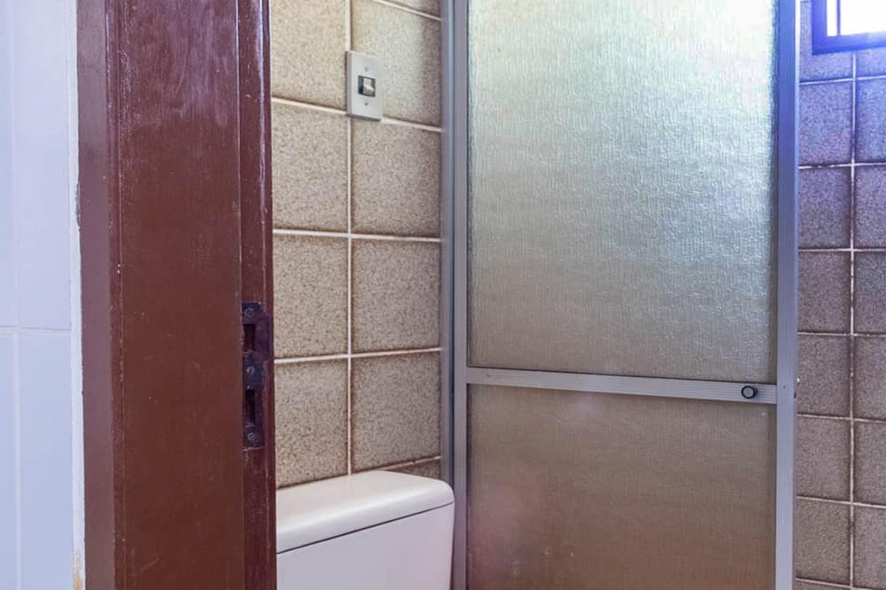 Triple Room, Multiple Beds - Bathroom