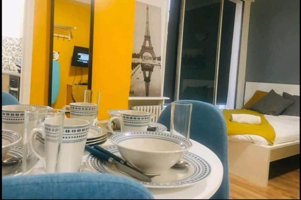 Δίκλινο Δωμάτιο (Double) - Γεύματα στο δωμάτιο