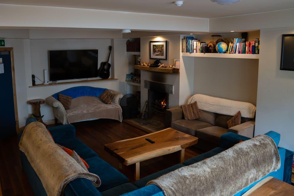 Classic Quadruple Room - Living Room