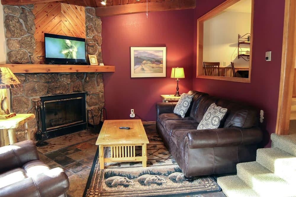 Kuća u prirodi, 1 king size krevet i kauč na rasklapanje, masažna kada - Dnevna soba