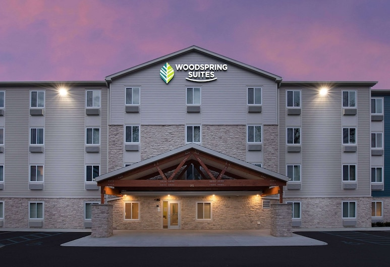 WoodSpring Suites Toledo Maumee, Maumee, Exterior
