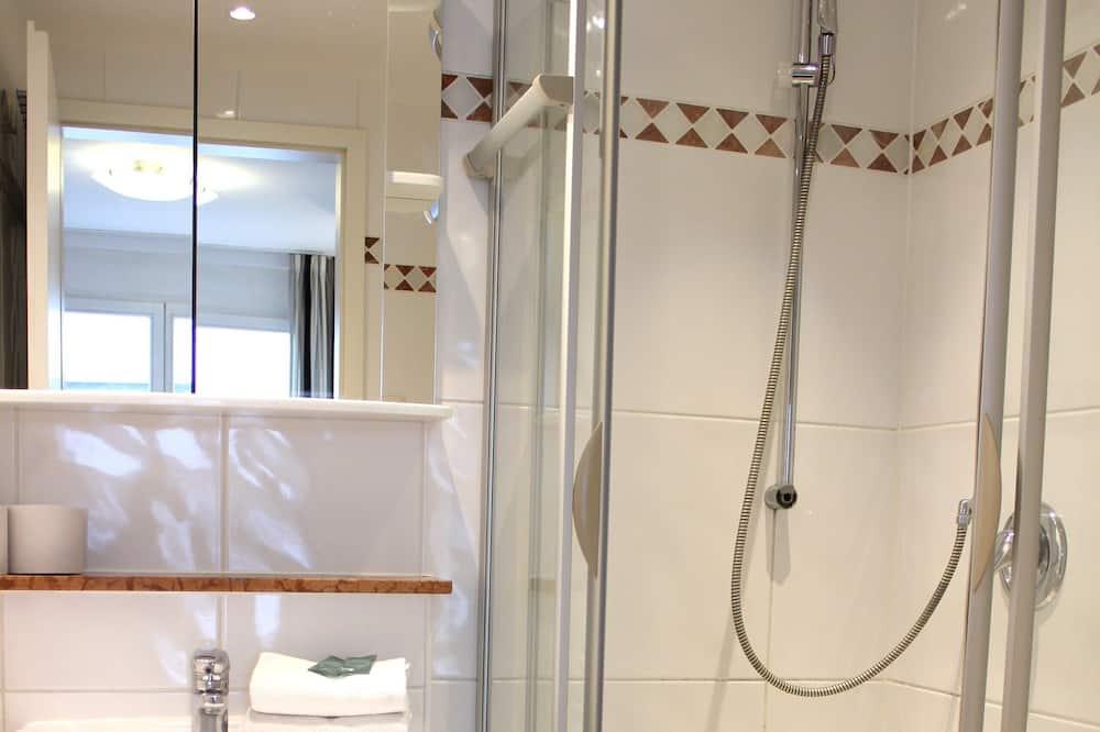 Apartemen Comfort - Shower Kamar Mandi
