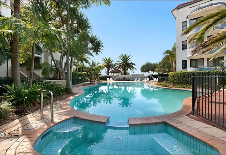 Gold Coast Apartment At Sandcastles On Broadwater, Labrador, Piscina