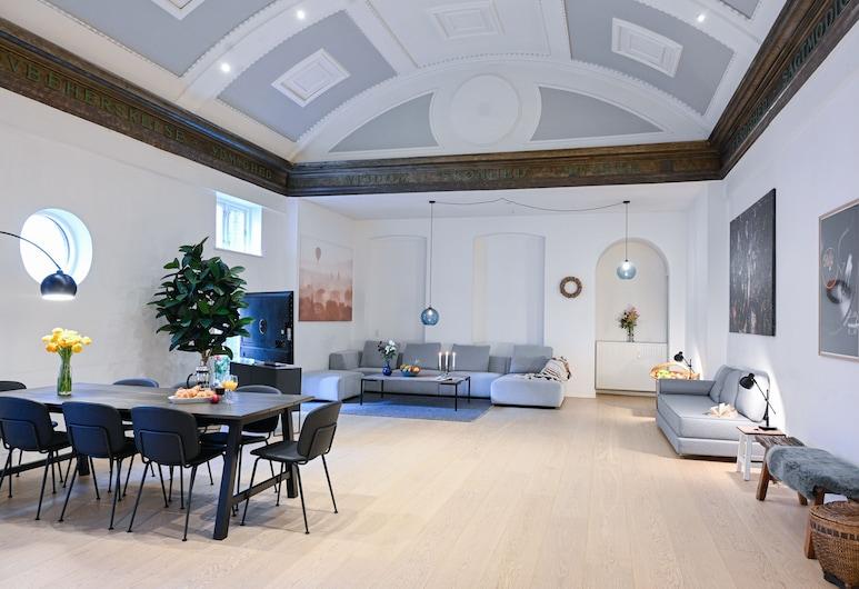 Spacious 2-bedroom Apartment in the Trendy Area of Copenhagen Vesterbro, Frederiksberg, Living Area