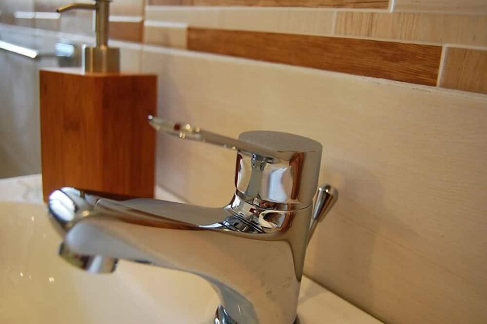 Apartment, 2 Bedrooms - Bathroom Sink