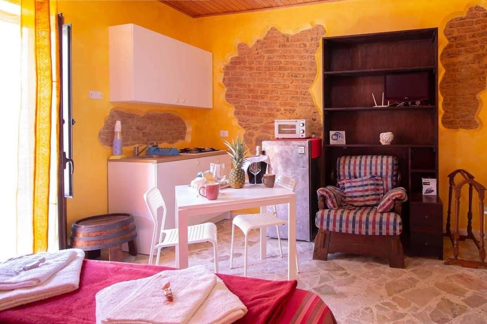 Studio in Castelbuono, With Wonderful Mountain View, Balcony and Wifi - 13 km From the Beach, Castelbuono
